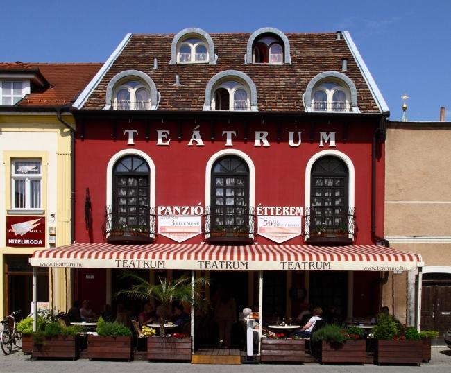 A Teátrum Panzió - Étterem                                                                                                                            , Győr