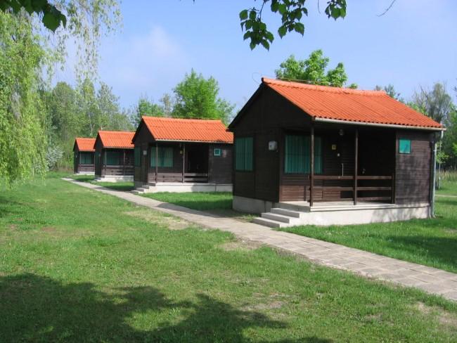 Fényes Fürdő Kemping és Üdülőházak**, Tata