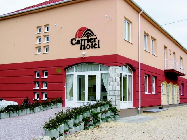 Carrier Hotel**, Komárom