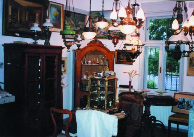 Antik Bolt és Ingatlanközvetítő Iroda, Keszthely