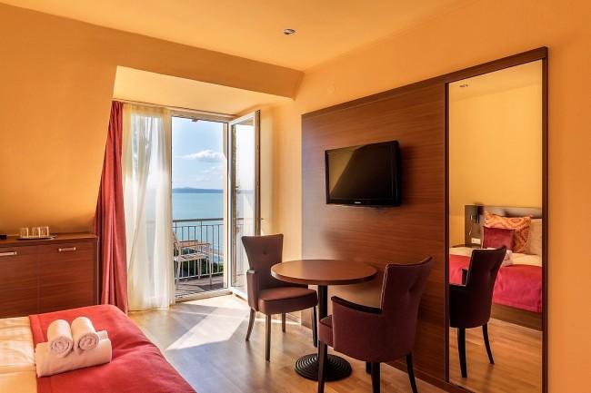 Tópart Hotel és Étterem, Balatonvilágos