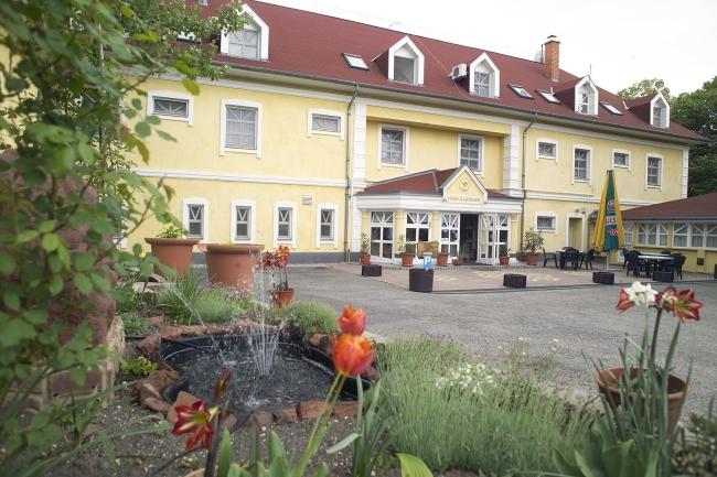 Hotel Aranysas & Bungalow, Alsóörs