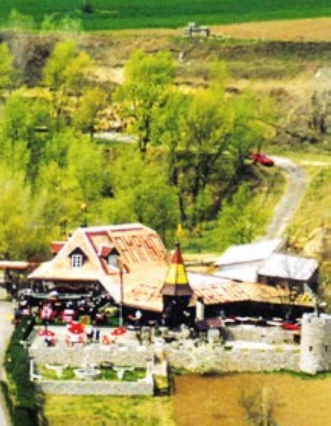 Aréna Étterem, Camping, Panzió, Dunaszekcső