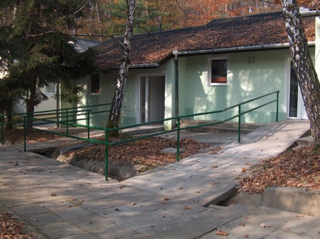 Sikonda - Gyermektábor, Komló (Sikonda)