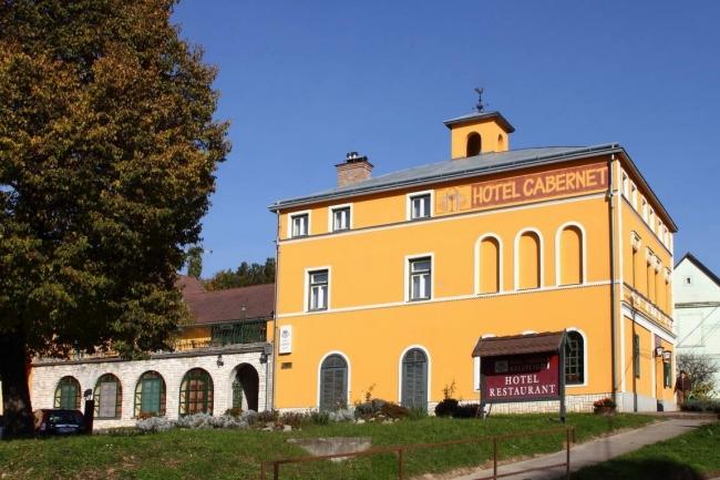 Hotel Cabernet és Cabernet Borétterem, Villánykövesd