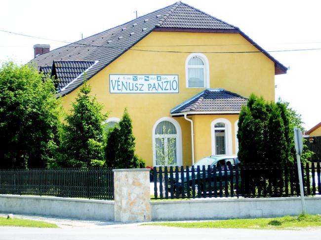 Vénusz Panzió, Tác