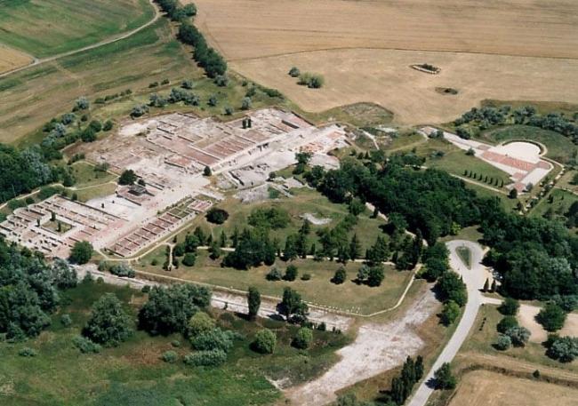 Gorsium Szabadtéri Múzeum - Régészeti Park                                                                                                            , Tác
