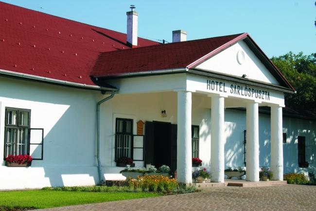 Sarlóspuszta Club Hotel                                                                                                                               , Tatárszentgyörgy