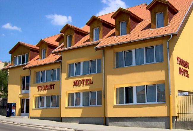 Tourist Motel, Eger