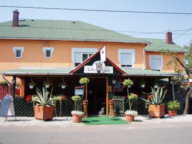 Táltos Vigadó Étterem - Vendégház, Szilvásvárad