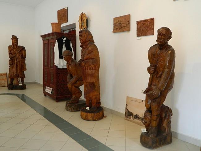 Asztalos Joachim (Johák) fafaragó művész kiállítása, Parád