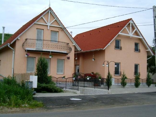 Bor Bazilika Panzió és Borozó, Tarcal