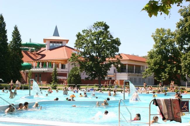 Nyíregyháza-Sóstó Parkfürdő, Nyíregyháza (Sóstófürdő)