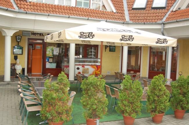 Hotel Pelikán Gösser söröző, pizzéria, Szabadszállás