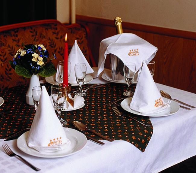 SZAPÁRY Étterem (Hotel Gloria Budapest)                                                                                                               , BUDAPEST (VIII. kerület)