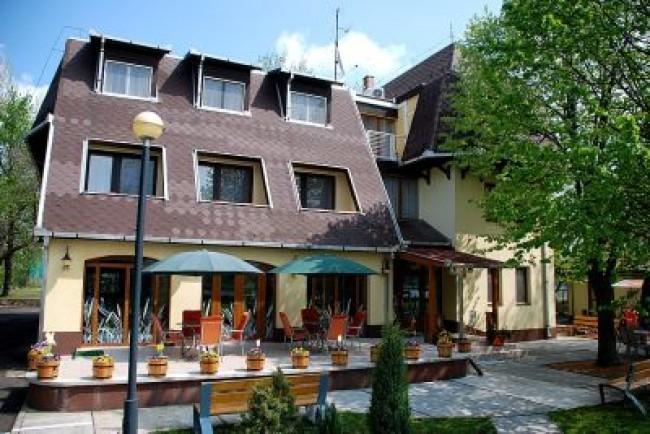 Hotel Flóra, Orosháza (Gyopárosfürdő)