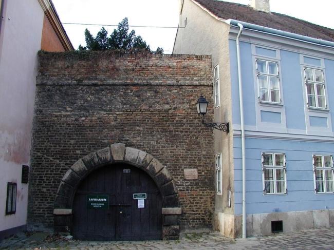 Várkazamata - Kőtár, Győr