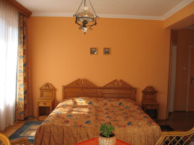 Sárga Rózsa Apartmanház, Keszthely