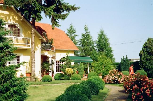 Villa Hedi Panzió<br/>és Étterem                                                                                                                      , Dunakiliti