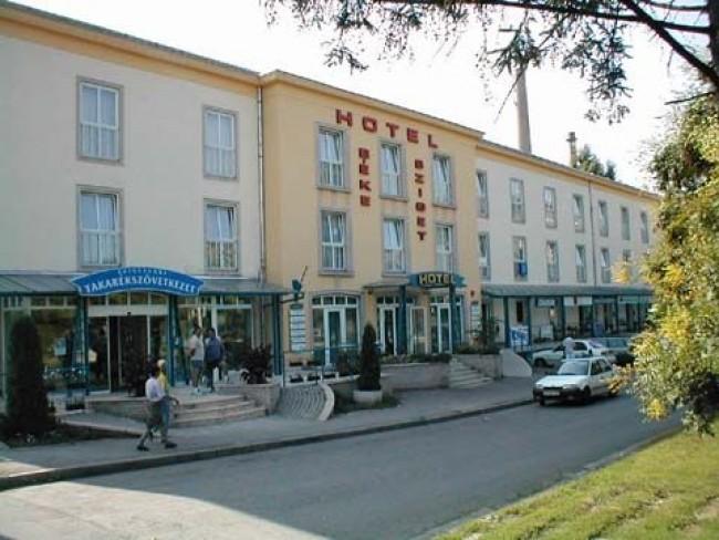Hotel Békesziget, Komló