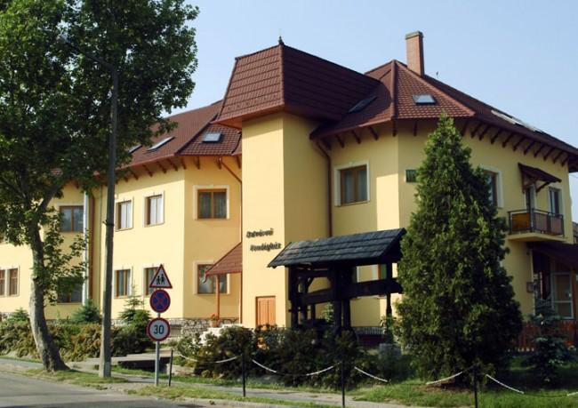 Belvárosi Vendégház, Mór