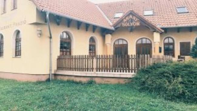 Arany Sólyom Panzió és Étterem, Szombathely