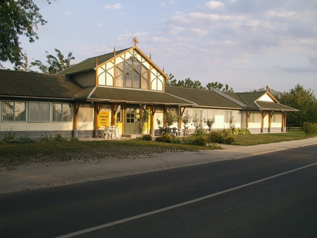 Szalma Csárda és Panzió, Esztergom
