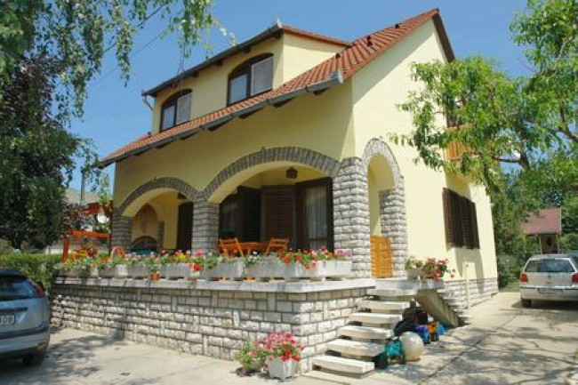 Rozi Nyaralóház, Balatonkenese (Balatonakarattya)