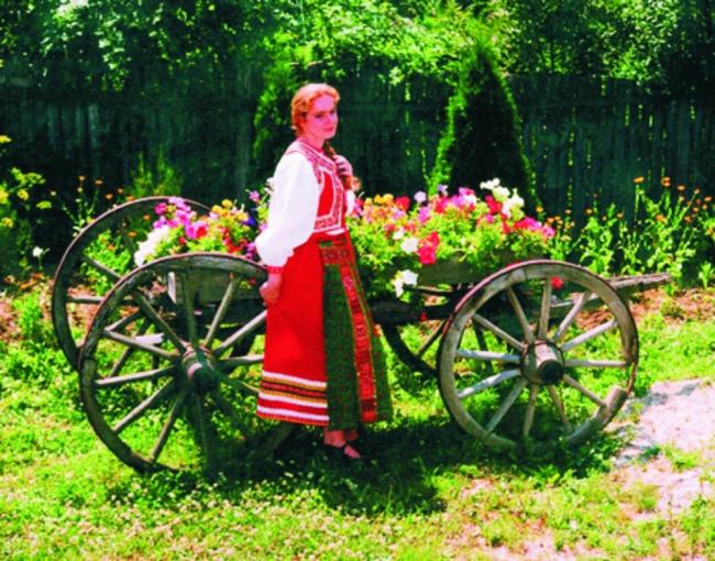 Erdész Judit Mária ruhatervező népi iparművész, Eger