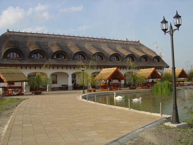 Akasztói Horgászpark<br/>és Halascsárda, Akasztó