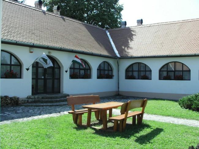Bakonyi Kisbetyár Erdészeti Erdei Iskola, Bakonybél