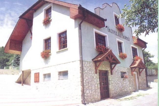 Vadvirág Panzió, Dunaalmás