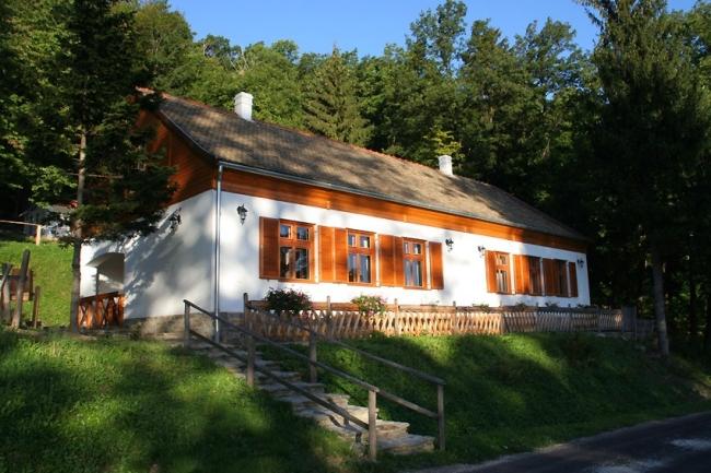 Keresztkúti Pihenőhely<br/>és Turistaház, Kőszeg