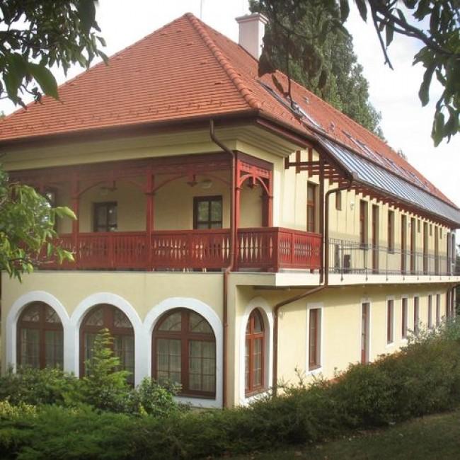 Csopak Park Villa Panzió  és Konferenciaközpont (Balaton-felvidéki Nemzeti Park Igazgatóság), Csopak
