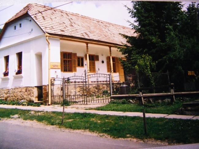 Illatosház                                                                                                                                            , Óbánya