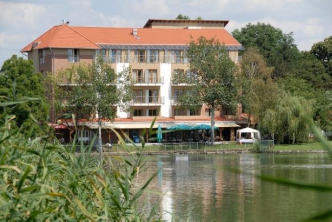 Hotel Corvus Aqua, Orosháza (Gyopárosfürdő)