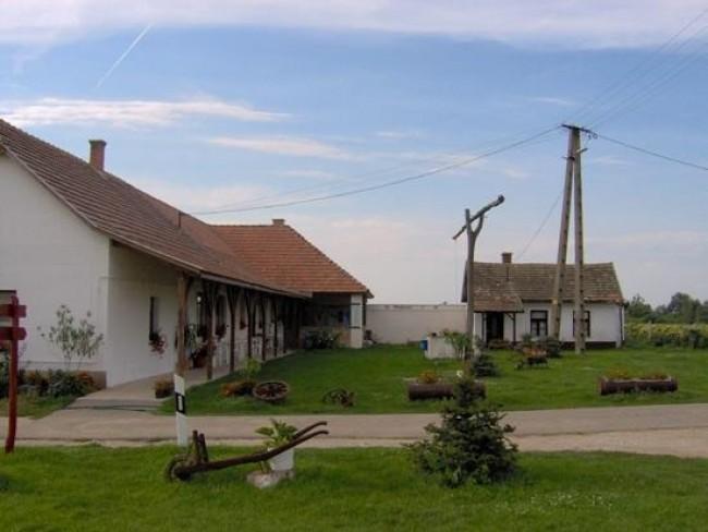 Lovasudvar - Turistaszálló, Tiszaörs