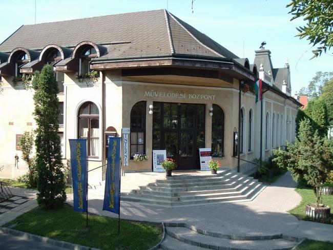 Bicskei Egységes Művelődési központ és könyvtár, Bicske