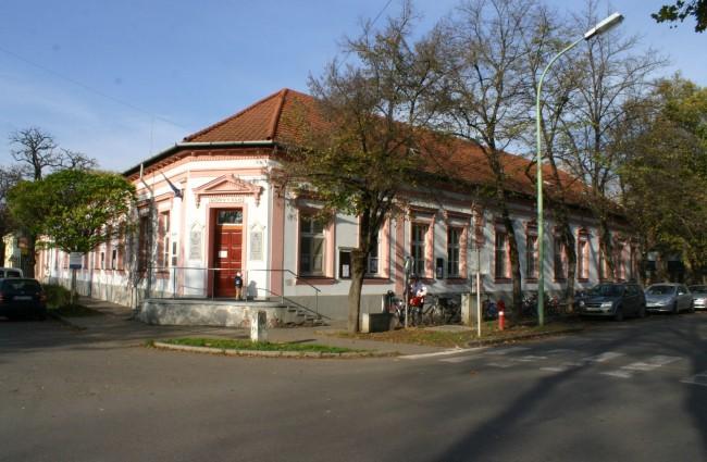 Csongrádi Információs Központ Csemegi Károly Könyvtár és Tari László Múzeum, Csongrád