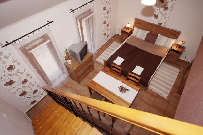 Cornélia apartman, Gyula