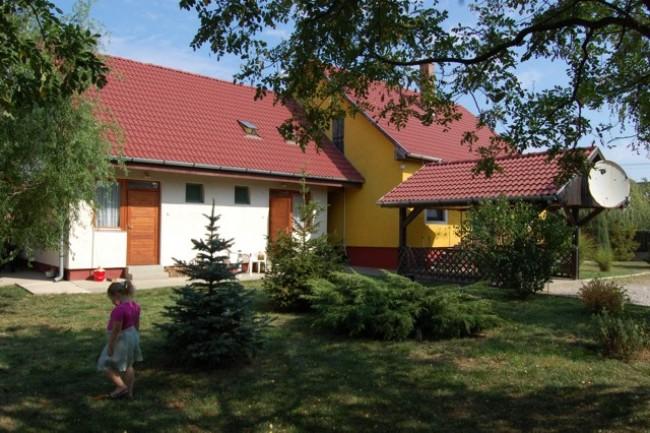 Aranymedve Vendégház és Apartmanok, Poroszló