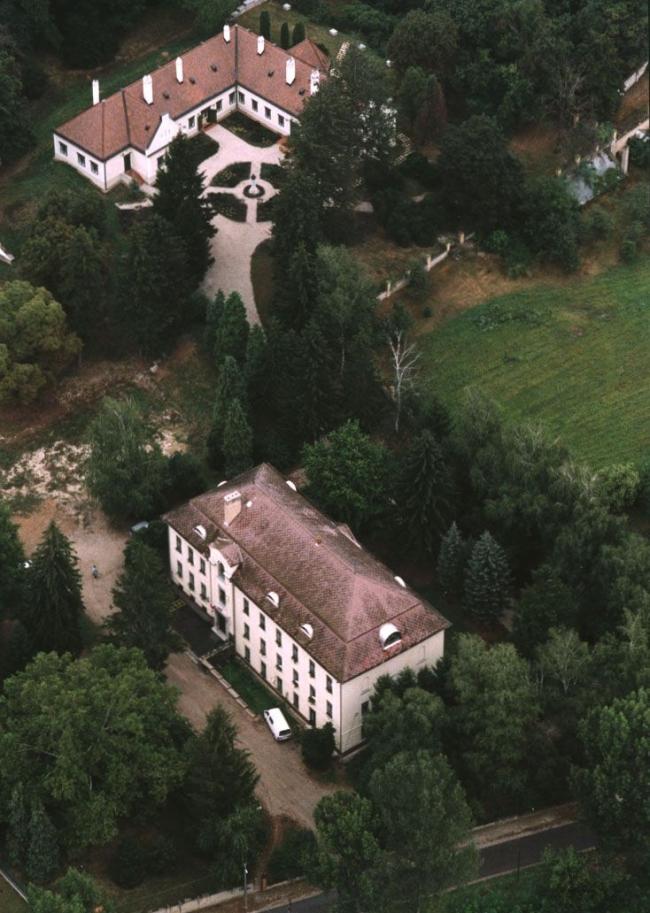 Deák-kúria                                                                                                                                            , Kehidakustány