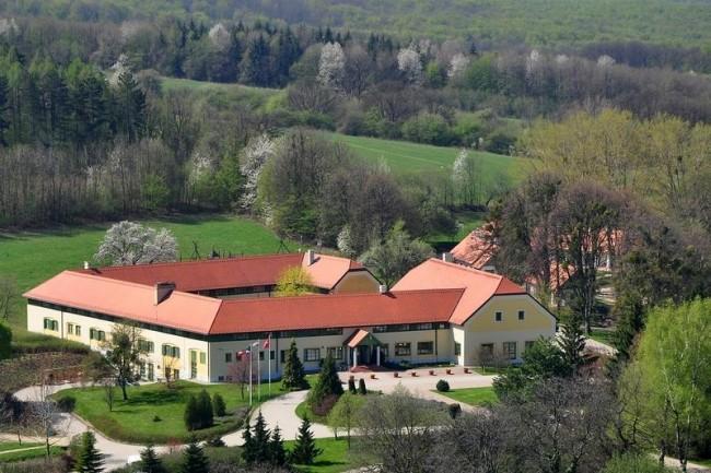 Szépalma Hotel és Ménesbirtok, Porva