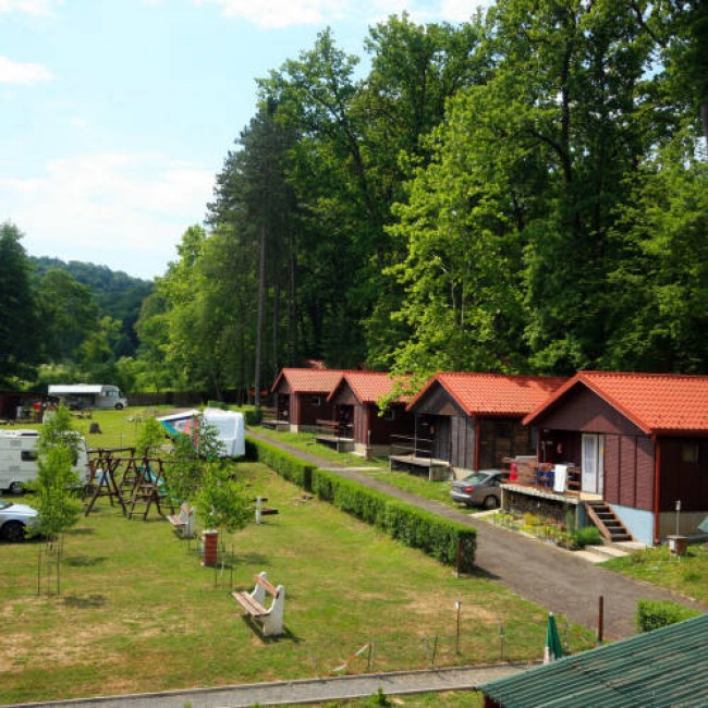 Mediano Thermal Camping és Bungaló Park, Komló (Sikonda)