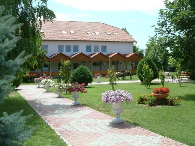 Virág Hotel, Kecel