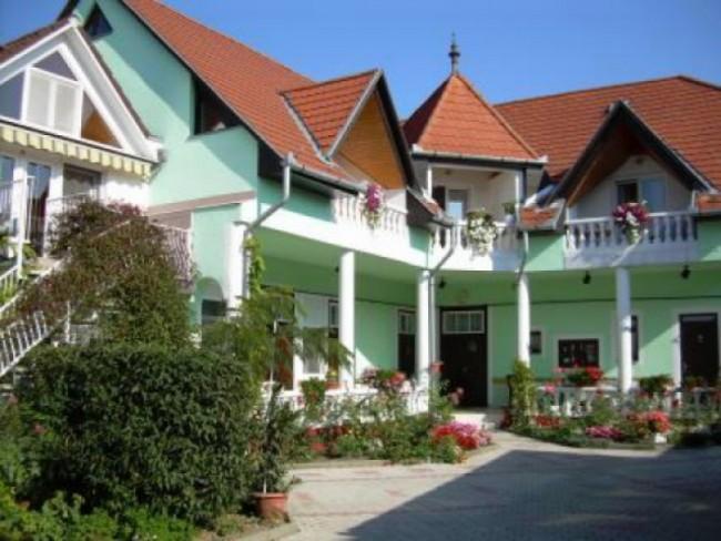 Haus Zsuzsa, Hévíz