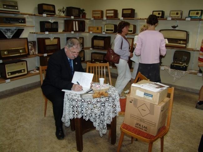 Művelődési Ház és Könyvtár - Öreg Rádiók Magánkiállítás                                                                                               , Verőce