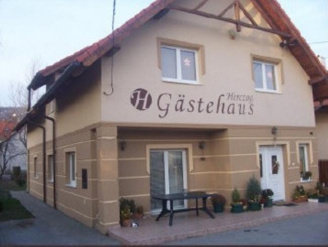 Herczog Gästehaus Vendégház, Budaörs