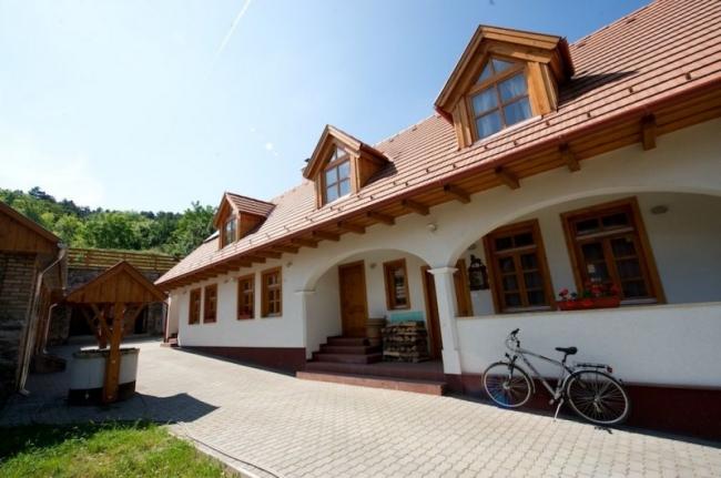 Parasztház Apartman, Dunaalmás