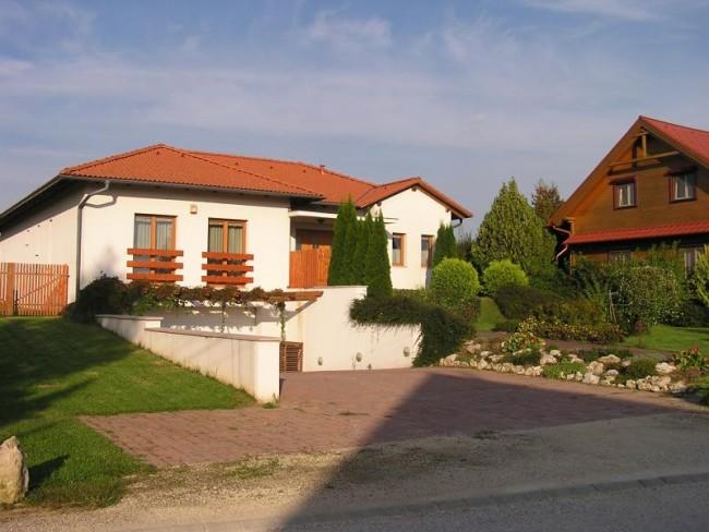 Corvina Wellness Villa Győrújbarát, Győrújbarát